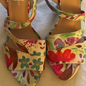 Heeled, scrappy sandal in a fun, flowery print!